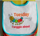 OEMの農産物はロゴによって印刷された点を打たれた安い昇進のかわいい綿の赤ん坊の胸当てをカスタマイズした