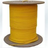 Câble de fibre optique à ouverture intérieure pour transmission multi-voies