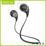 Os auriculares de Bluetooth entregam o fone de ouvido livre do esporte que movimenta Earbuds sem fio