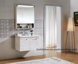 내각 디자인을 옷을 입는 3 사이드 미러 내각 LED 가벼운 Luxuri 목욕탕