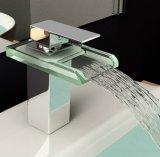Mélangeur en laiton de robinet de bassin pour des meubles de salle de bains