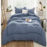 中国の金の製造者の卸売のホテルの寝具の一定の麻布Microfiberのベッドの慰める人