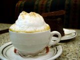 Cappucinoまたはコーヒー飲料のための泡立つクリーム