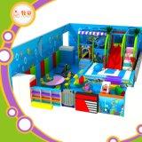 Lugares engraçados para jogar crianças com parque de trampolim