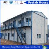 K datilografa a casa pré-fabricada modular da construção de aço e do painel claros de Sanwich