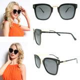Os óculos de sol os mais novos das mulheres da marca do desenhador de moda