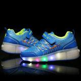Взрослые укомплектовывают личным составом и ботинки ролика женщины, ботинки СИД светлые для человека и женщина, шнуруют вверх ботинки спорта вскользь