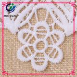 Вороты шнурка допустимый белого вязания крючком флористические