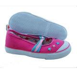 2017 zapatos de lona populares del niño con la planta del pie vulcanizada