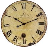 Orologio di parete antico di legno decorativo