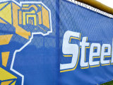Kundenspezifische Entwurfs-Wind-beständige Qualitäts-im Freienstadion-Ineinander greifen-Fahne
