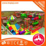Крытое оборудование спортивной площадки парка атракционов для детей