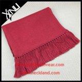 冬の方法長いウールのニットのスカーフ