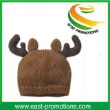 Рожочок оленей сформировал шлем детей зимы связанный способом