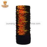Цветастый приполюсный шарф ватки подгонял напечатанный Bandana