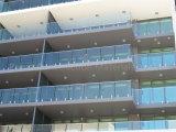 Inferriata di vetro del balcone con lo zipolo