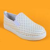 Полость малышей плоская играет главные роли ботинки Loafers мальчиков девушок белые