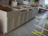 Diseño de madera sólida del roble en las cabinas blancas de la pintura
