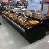 Дверь сползая стекла перед гастрономом супермаркета/цыпленком/мясом/сваренной витриной холодильника еды
