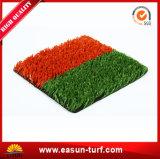 中国の工場はフットボール競技場のための人工的な草を遊ばす