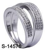 La coppia degli anelli di fidanzamento della CZ dell'argento sterlina squilla l'anello della fascia