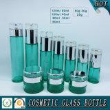 Leeres grünes farbiges kosmetisches Flaschen-und Kosmetik-Glassahneglasglas