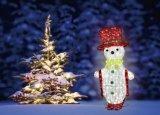 أرجوانيّة [لد] إكليل ضوء لأنّ عيد ميلاد المسيح زخارف