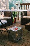 옥외 정연한 접의자 반에 의하여 접히는 바닷가 백색