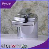 現代デザイン高品質の滝の真鍮の洗面器の流しのコック(QH0701)