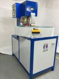 A máquina de soldadura pneumática do PVC da alta freqüência da mesa redonda automática da estação de funcionamento 8kw três, Ce aprovou o soldador plástico