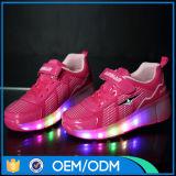 Chaussures populaires du patin de rouleau de roue de gosses d'enfants de modèle neuf DEL