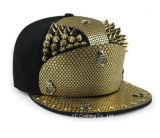 Шлем золотистых заклепок панцыря Snakeskin плоский наполнянный до краев