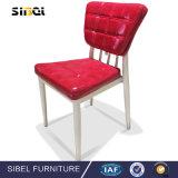 北欧の現代的なヨーロッパ式の固体木の食事の椅子