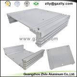 열 싱크 또는 방열기가 건축재료 알루미늄에 의하여 윤곽을 그린다