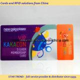 Tag chave do cartão Cr80+One do membro com o código de barras para a loja grande