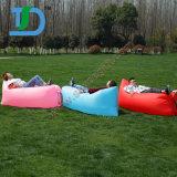 最も新しい屋外に浜の膨脹可能な空気スリープの状態である不精なソファー