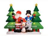 Albero di Natale gonfiabile con il Babbo Natale ed il pupazzo di neve
