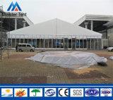 Grande tenda libera utilizzata esterna di mostra della portata per l'evento di cerimonia nuziale