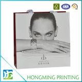 O Livro Branco luxuoso imprimiu o saco do presente com punho de seda