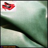 柔らかく明白な穀物靴Hw-1442のための総合的なPUの革