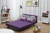 現代余暇によって折られるソファーベッド