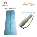 Estera de la yoga de la PU azul y del caucho natural con la alineación del grabado de pistas del laser y la insignia de la marca de fábrica