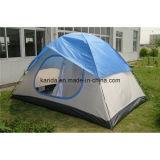 半分カバーが付いている4つの人の二重層のキャンプテント