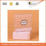 Фабрика складывая косметическую бумажную коробку упаковки