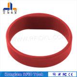 Wristband astuto del silicone flessibile RFID della matrice per serigrafia per le pattuglie dell'acqua
