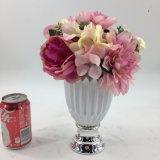 L'alta bottiglia dei fiori artificiali pianta conservato in vaso