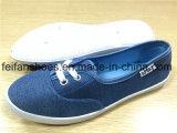 Холстина женщин резвится ботинки ботинок вскользь плоские с после того как она подгоняна