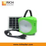 Luz solar brillante estupenda de la linterna del LED con el cargador del teléfono del USB