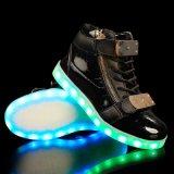 Sapatas leves de piscamento 2016 do diodo emissor de luz dos homens com cordões impermeáveis superiores elevados da sapata do esporte da forma