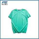 URのロゴのブランクTシャツか習慣のTシャツ